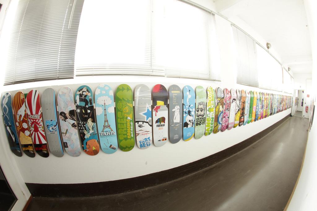 mob_board-wall-001