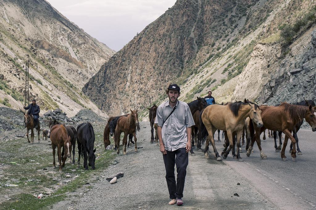 TjarkThielker_HorsesWalk_Kirghizistan_0614_KevinMetallier