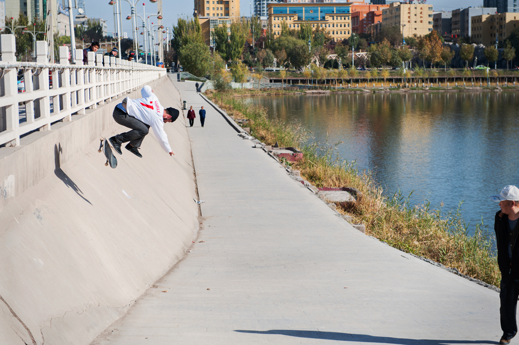 Vladik_Scholz_BS_Kickflip_Kashgar_CHINA_2014_OMEALLY